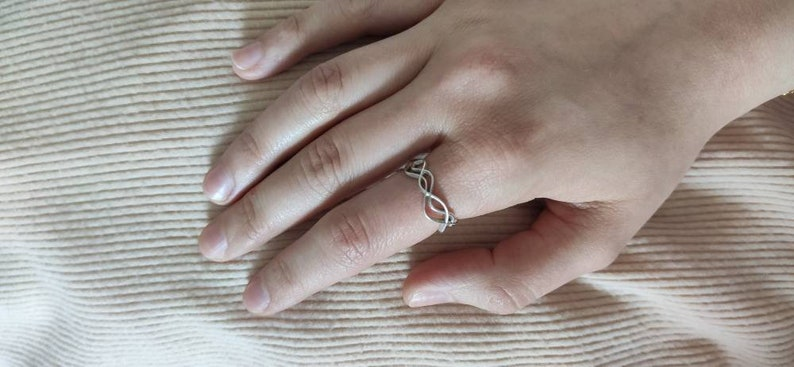 925 silver ring in woven threads with an organic shape