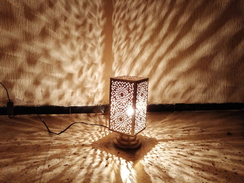 Table lamp Pure handcraft of Fez Morocco Lampshade Moroccan spherical night light Handmade brass silvered decoration
