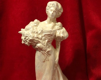 Doc Hollidays Ladies of the Titanic Ceramic Victorian Lady in Mother of Pearl
