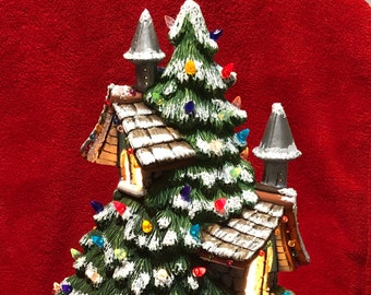 Dry Brushed Spruce Lodge and Base with multicolor bulbs and light pack