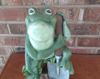 Ceramic Yard Frog dry brushed using Mayco Softee Stains
