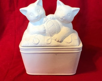 Ceramic Mayco Molds Kitties in a Tub in ceramic bisque ready to paint