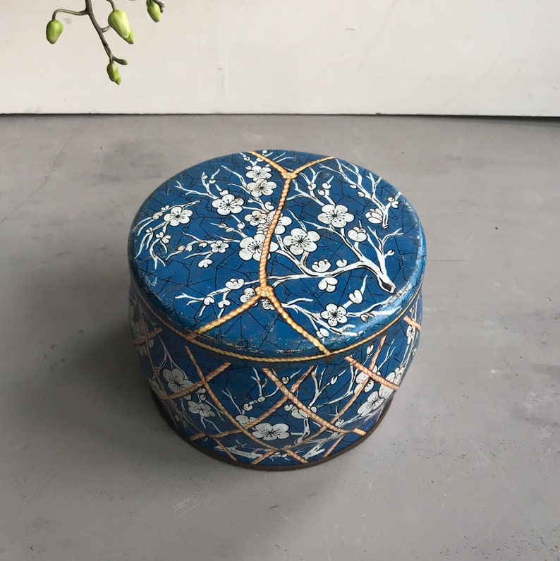 Huntley and Palmers tin Floral tin container Collectable tin Collectable Chic vintage container Vintage tin Shabby Chic.