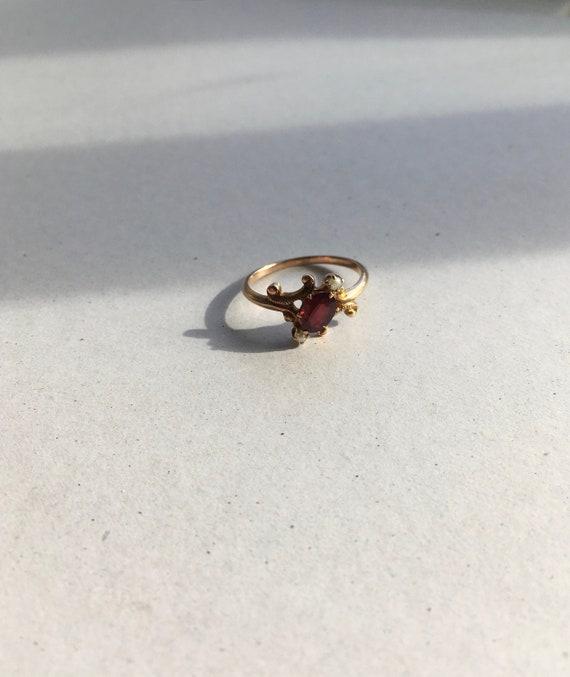 Victorian Garnet Ring. Garnet and Seed Pearl Roman