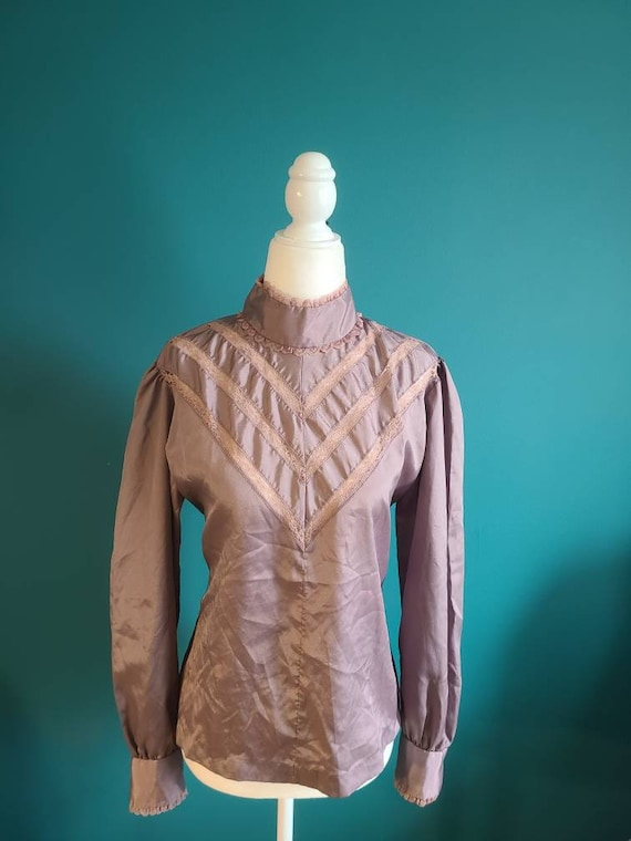 1970s victorian revival blouse, high neck, size ME