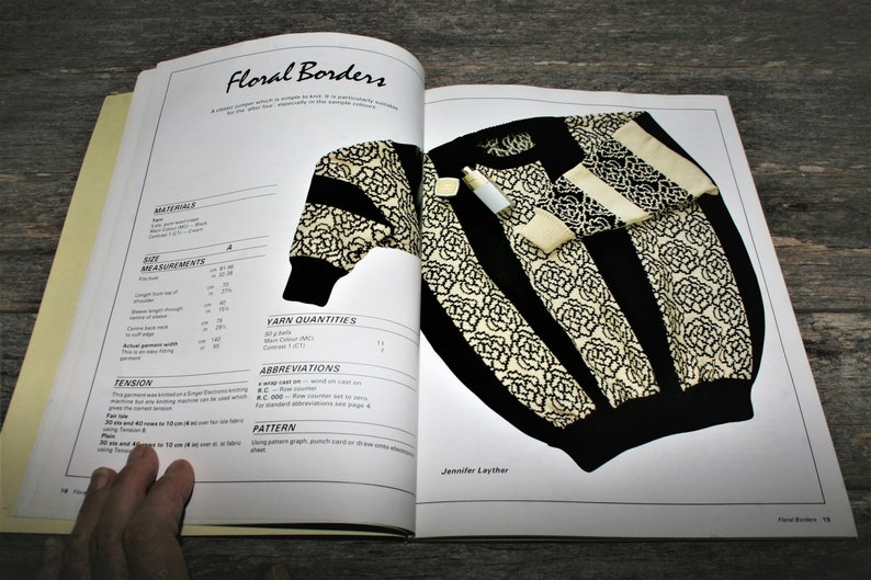 1986 Vintage Paperback Dorian Scott/'s Australian Designer Knits To Hand Knit Machine Knit And Crochet