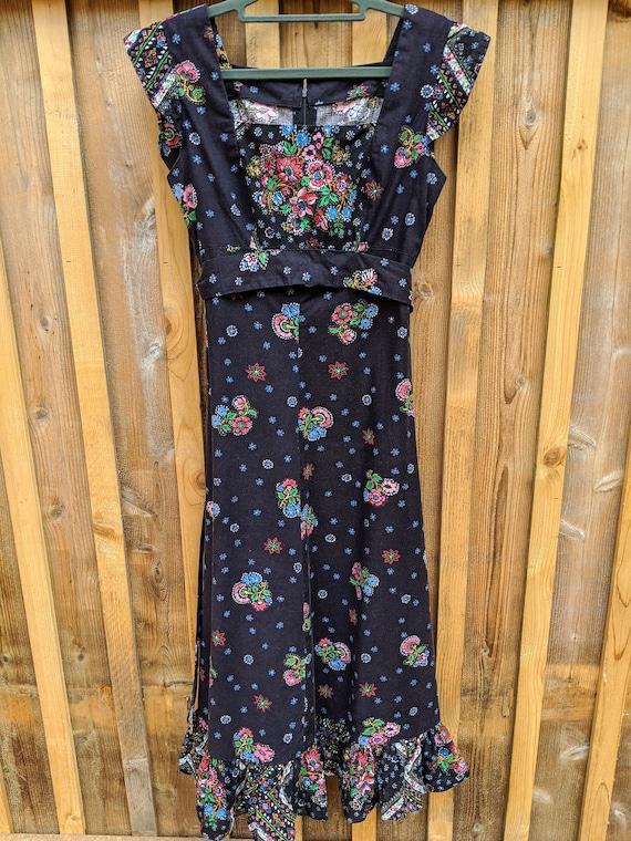 Small Floral Prairie Dress,