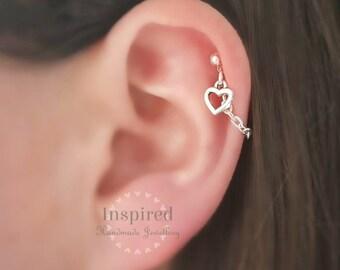 cec4207cf71 Boucle d oreille cartilage Helix. Coeur en argent. Chaîne en argent et  goujon. Alternative de Boho. Boucle d oreille unique. Plaqué argent.