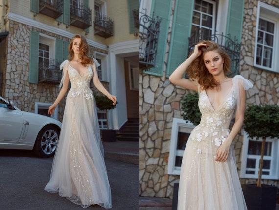 Lace Wedding Gown Beach Summer Wedding Bohemian Romantic Bridal Gown Open Back Light Wedding Dress Trendy Sleeveless Sexy Delicate Dress