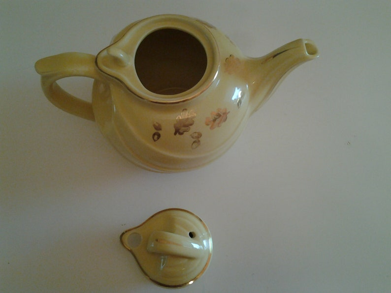 Vintage HALL 6 cup yellow with gold acorn /&leaves tea pot with hook lid #0799
