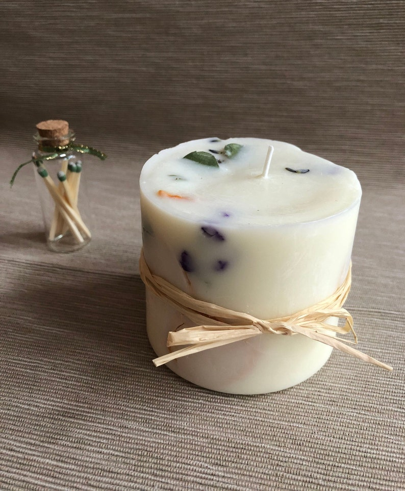 Floral Citrus - Hand-Poured 100% Soy Wax Candle & Matches