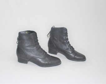 06b28f5eb7b8 black leather lace up booties 90s vintage minimalist pointy toe chunk heel boots  size 8.5