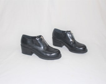 eac6a28cc1 chunk heel zip up loafers 90s vintage black leather MIA pumps size 6.5