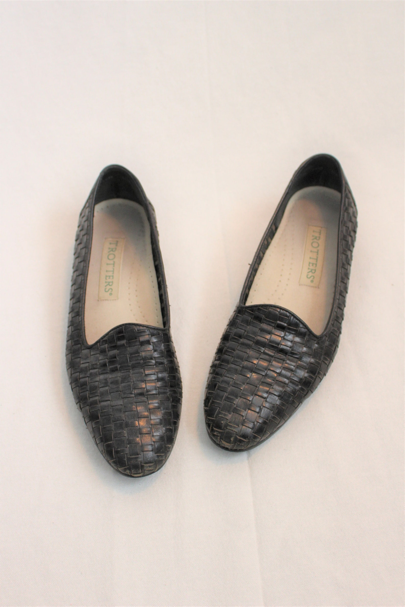 black woven leather loafers 90s minimalist slip on shoes ballet slippers size 7