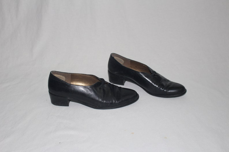 minimalist chunk heel loafers 80s black leather slip on shoes size 8.5