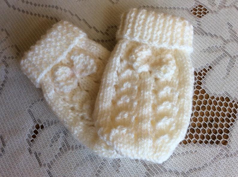 0-3 Months New Hand Knitted Baby Mittens