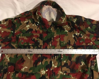 7a5edcb9a4728 Vintage Swiss Military Alpenflage Camouflage Surplus Zip Up Combat 52 Jacket