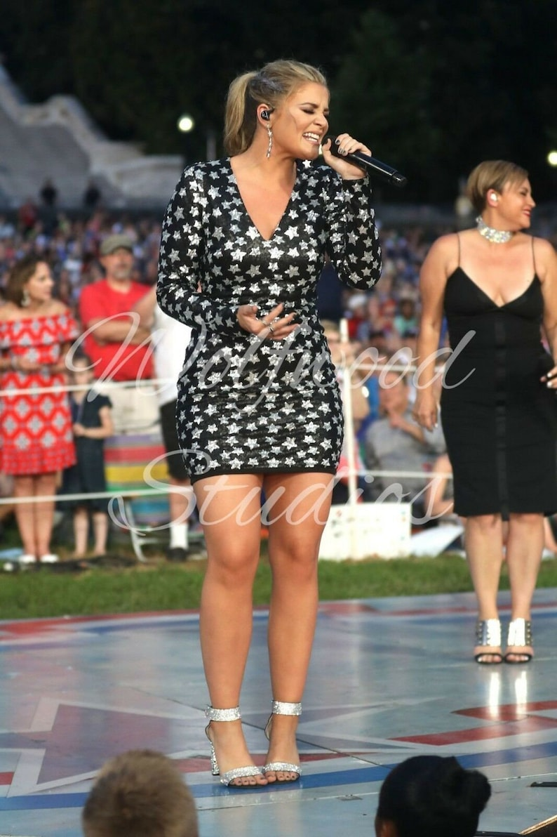 Lauren Alaina Country Singer Singing at a Capitol Fourth 2018 Photo