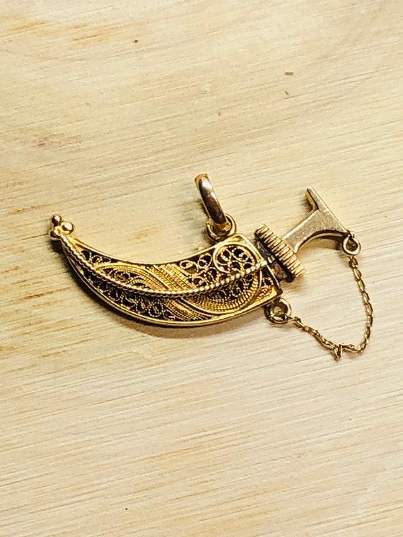 Vintage 10 Karat Yellow Gold  Filigree Sword  Char