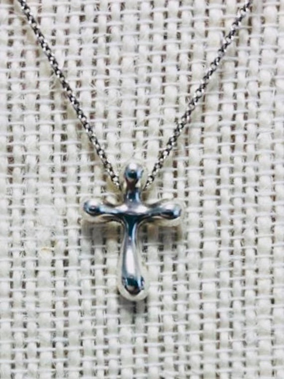 TIFFANY& Co  Elsa Peretti Cross Pendant Necklace