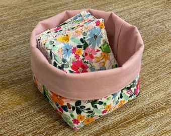 """""""April"""" washable wipes with optional panière and/or storage pan"""