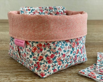 """""""Leonie"""" washable wipes with optional panière and/or storage pan"""