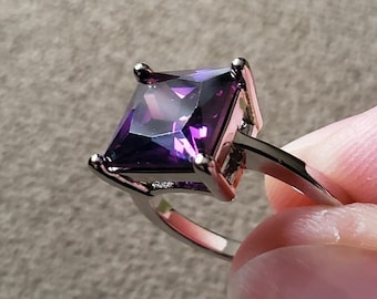 Gorgeous 5 Carat Lab Created Purple Amethyst Princess Cut Statement Ring - Silver Filled, Ring Size 8, Women Engagement, Promise, Gem Gift
