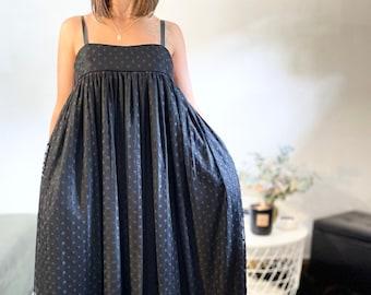 Oversize dress L'ÉTOILE in black plumetis