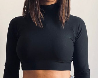 Crop black top with long sleeves and turtleneck