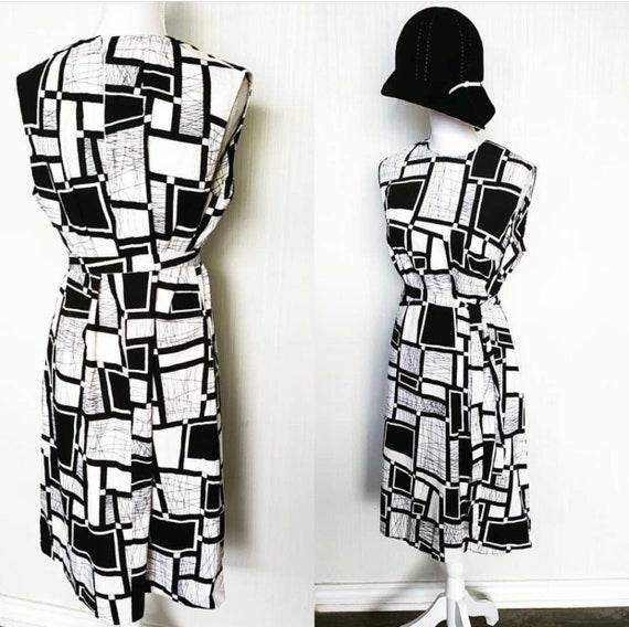 Vintage 1960s Barkcloth Mod Dress Black White - image 1