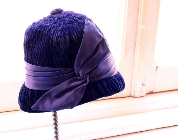 40's vintage, original  blue/purple velvet and sa… - image 2