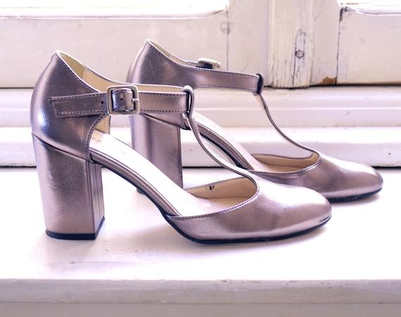 vintage silver leather flapper shoes, vintage grea