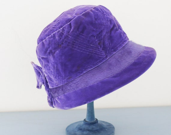 vintage blue purple velvet cloche hat / 1940's ret