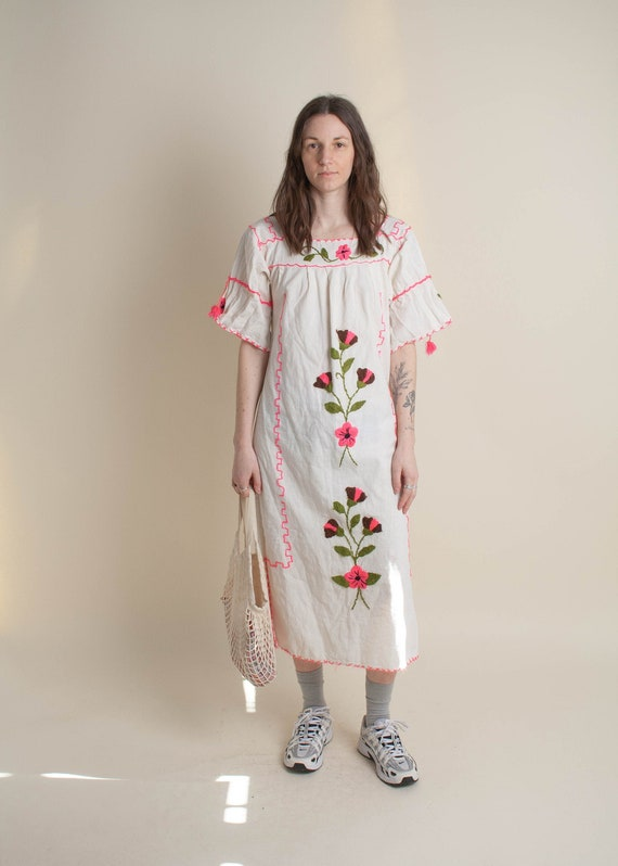 1970's Oaxaca Embroidered Short Sleeve Dress - image 1
