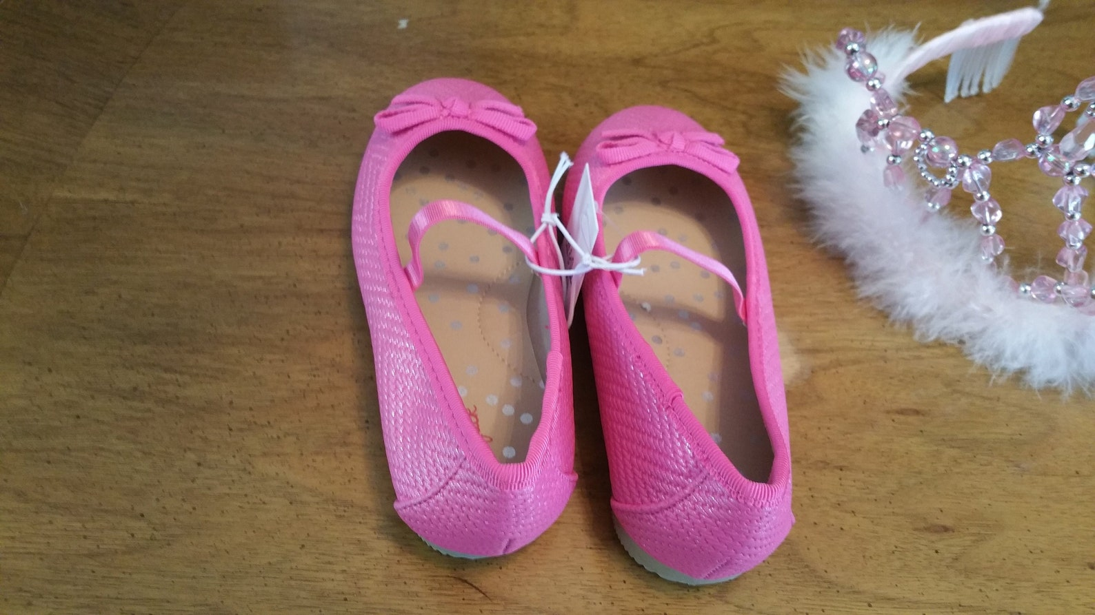 new hot pink ballet girls shoes, size 6, cat and jack, pink slipper shoes, has bows, dressy, formal, rubber sole, preppy, femini