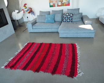 Recycled cotton double mat red and black design and comfortable eco-friendly ethics Scandinavian contemporary