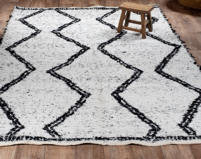 White and black recycled cotton rug reversible Green ethical carpet sustainable Berber style Scandinavian design boheme chic 170cm 240cm