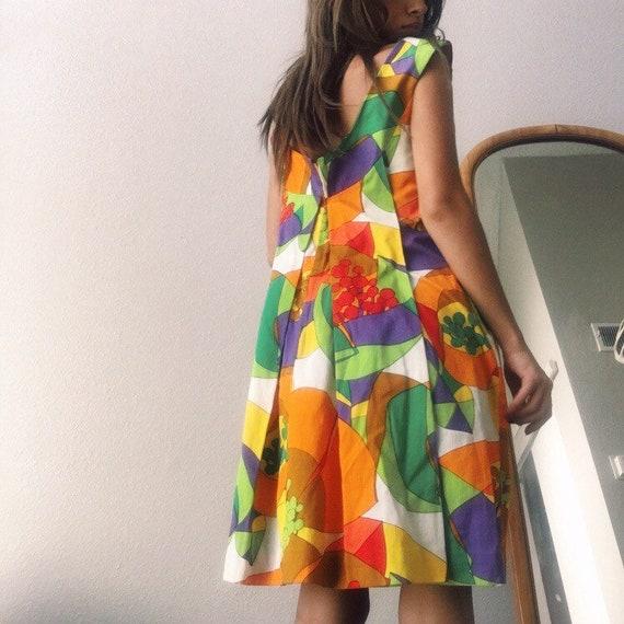 1970s Hawaiian Mini Dress - image 2