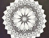 """Vintage, wool-white Covered lid, 40 cm Diameter, 15.5 """"diameter,"""