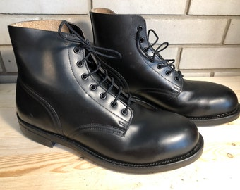fc0d037952097 Vintage Canadian Made Boulet Calf-Leather Combat Military Boots