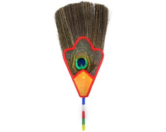 Peacock feather for Bhumpa (vase)