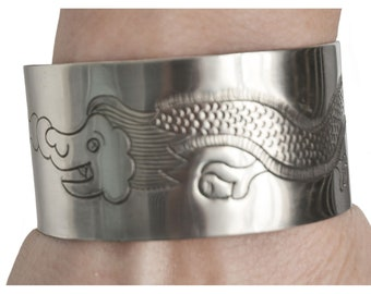 Bangle with lucky dragon engraving | Handmade from Nepal