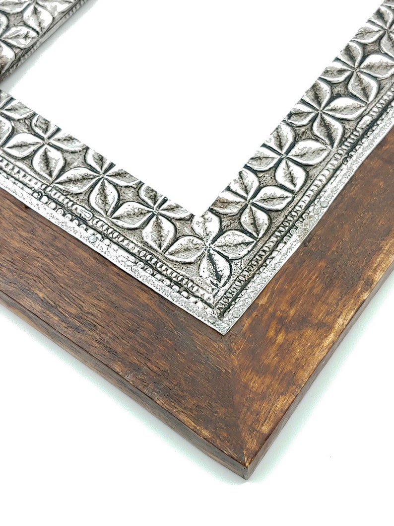 Photo Size Decorative Handcrafted Distressed Brown Antique Finish Vintage Table Top Decor,Metal Inlay Photo Frame 4x 6