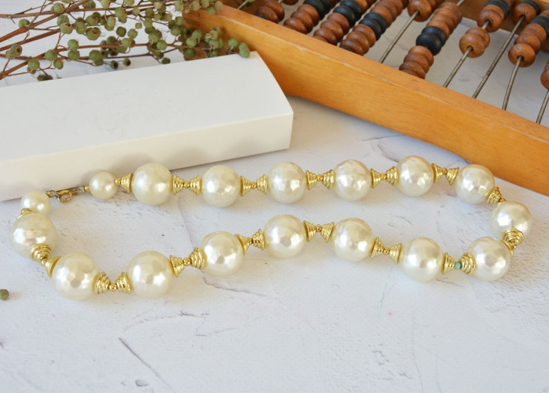 Cassic jewelry Vintage large pearl necklace 18 inches Faux pearls vintage choker