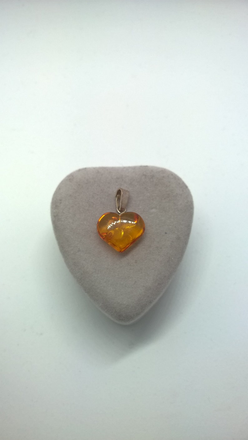 1.6 cm Wide Approximately Very Sweet Vintage 925 Baltic Amber Heart Pendant 2.2 cm Long Great Condition
