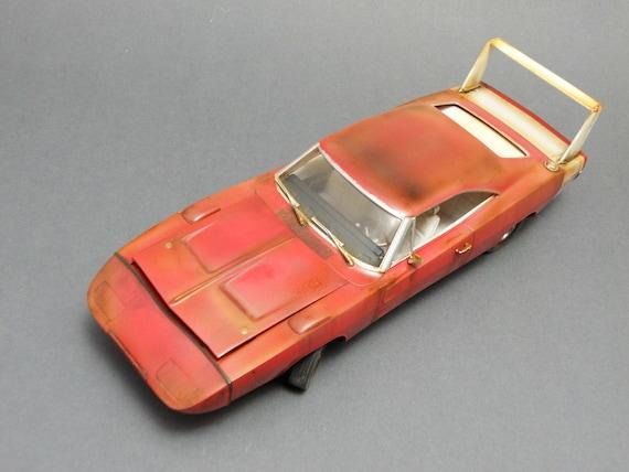 25 2013 Challenger SRT8 Plastic Model Kit Revell Monogramm Maßstab 1