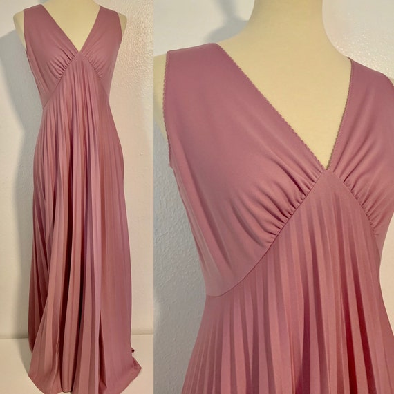 Vintage Lilac Plunging Neck Pleated Dress