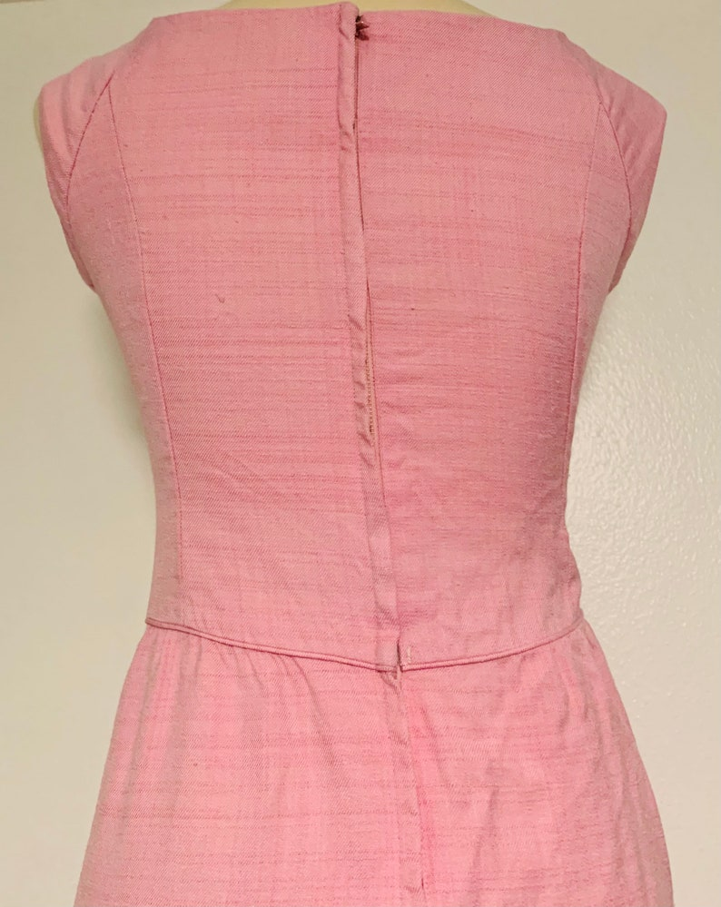 Vintage Form Fitted Pink Linen Pencil Dress with Front Pockets