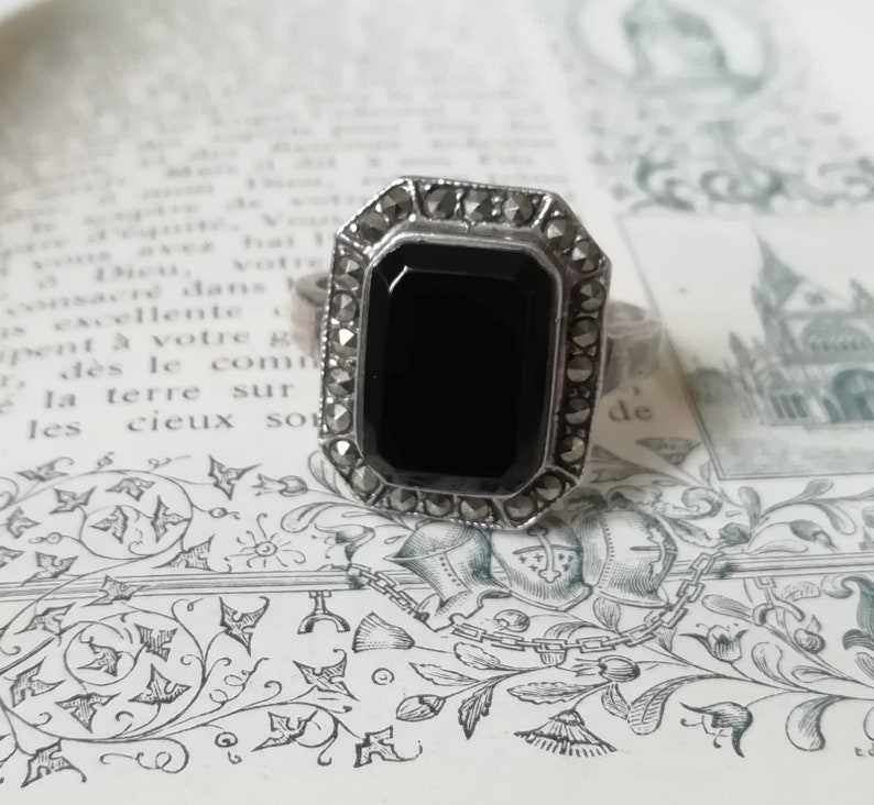 Beautiful Vintage Art Deco onyx and silver ring