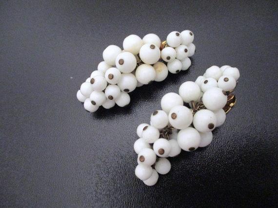 Great 50s ear clips white grape shape